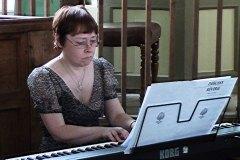 Gail Ford at the piano.
